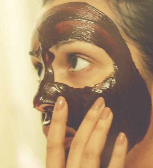 La máscara para la persona con la berza marina la laminaria